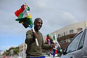 Man verkoopt vlaggen op straat tijdens het Wereldkampioenschap in Zuid Afrika