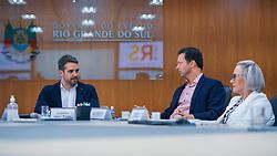 Porto Alegre, RS 07/04/2020: O prefeito Nelson Marchezan Júnior e o governador Eduardo Leite durante reunião na tarde desta terça-feira (07), na sala de reuniões do Centro Administrativo Fernando Ferrari (CAFF), na capital. Foto: Jefferson Bernardes/PMPA