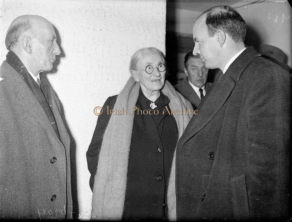 """Showing of Mise Eire at Gweedore, Co. Donegal..1960..27.01.1960..01.27.1960..27th January 1960...Pictured following the first public showing of the new Gael Linn film """"Mise Eire"""" at Gweedore, Ms Eibhlin Ni Dochartaigh, Gweedore, tells  Mr Gearoid O Partholain TD, (left), Aire na Gaeltachta and Donal O'Morain, Cathaoirleach, Gael Linn, of her eviction memories of the land league."""