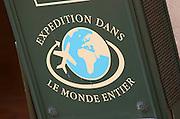 Wine shop. Expedition dan le Monde Entier. Shipping all over the world. The town. Saint Emilion, Bordeaux, France