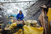 Retrato de una mujer en la mina de Rinconada.