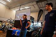 In Nijmegen geven studenten een lezing aan de ligfitesvereniging. In september wil het Human Power Team Delft en Amsterdam, dat bestaat uit studenten van de TU Delft en de VU Amsterdam, tijdens de World Human Powered Speed Challenge in Nevada een poging doen het wereldrecord snelfietsen voor tandems te verbreken met de VeloX TX, een gestroomlijnde ligfiets. Het record staat sinds 2019 op 120,26 km/u<br /> <br /> With the VeloX TX, a special recumbent bike, the Human Power Team Delft and Amsterdam, consisting of students of the TU Delft and the VU Amsterdam, also wants to set a new tandem world record cycling in September at the World Human Powered Speed Challenge in Nevada. The current speed record is 120,26 km/h, set in 2019.