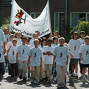 Eben Haezerschool met nieuwe shirts voor de avondvierdaagse 1999