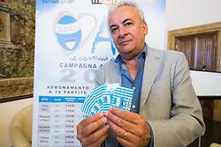 IL PRESIDENTE WALTER MATTIOLI CON LE NUOVE TESSERE DEL TIFOSO<br /> PRESENTAZIONE CAMPAGNA ABBONAMENTI SPAL