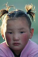 Mongolie. Province de Khovd. Filette nomade. // Mongolia. Khovd province. Young nomad girl.