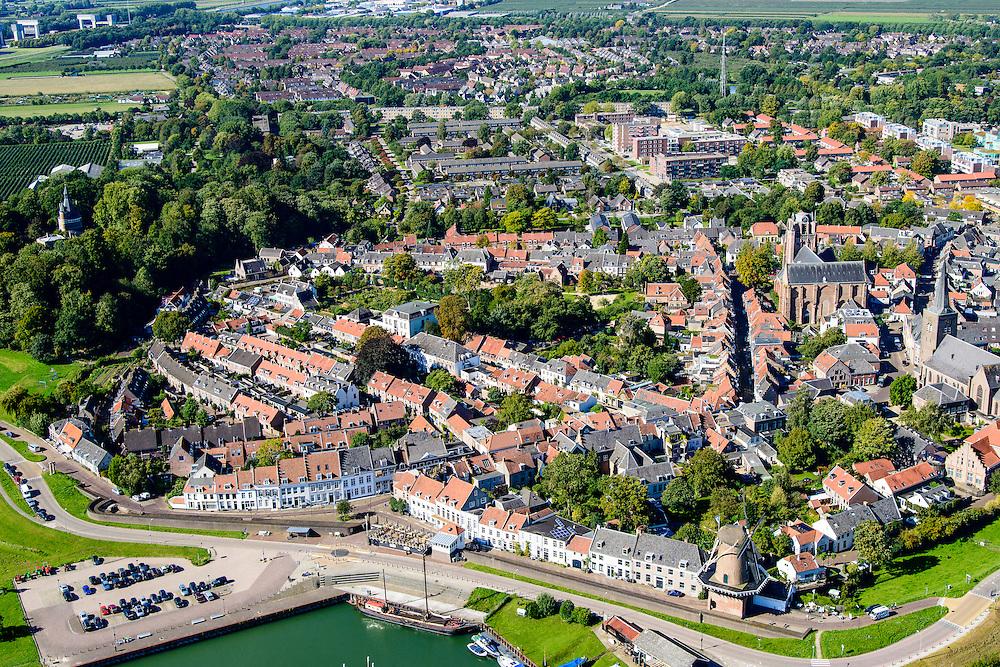 Nederland, Utrecht, Wijk bij Duurstede, 30-09-2015; vestingstad, vernoemd bij vroegere Dorestad. Gelegen aan de Neder-Rijn die hier ter plaats overgaat in de Lek. Beschermd stadsgezicht met Molen Rijn en Lek met de Runmolenpoort en Grote of Johannes de Doperkerk. Bij de vesting de ruine Kasteel Duurstede<br /> City in central Holland, located on the Rhine. At Wijk bij Duurstede, the Kromme Rijn (Crooked Rhine) branches off, and the main branch is called Lek River downstream from Wijk bij Duurstede.<br /> luchtfoto (toeslag op standard tarieven);<br /> aerial photo (additional fee required);<br /> copyright foto/photo Siebe Swart