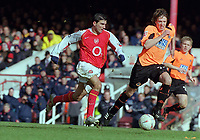 Jose Antonio Reyes (Arsenal) Leigh Bromby (Sheff). Arsenal v Sheffield United. FA Cup 5th rd. 19/2/2005. Credit : Colorsport/Andrew Cowie.