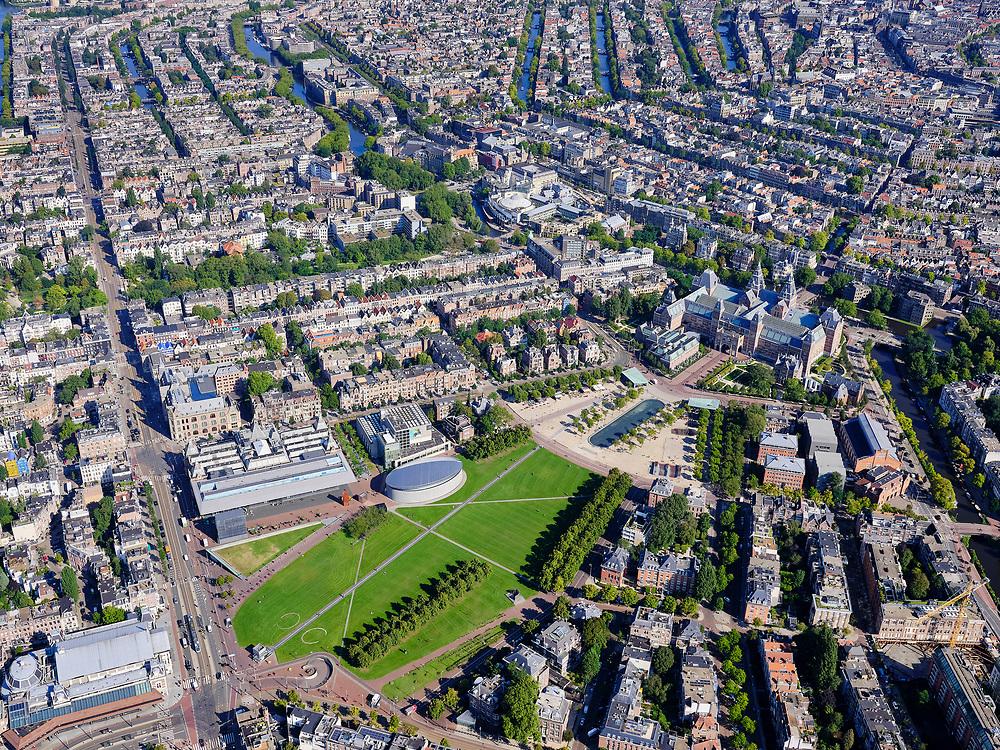 Nederland, Noord-Holland, Amsterdam, 02-09-2020; Amsterdam-Zuid, Museumplein met Stedelijk Museum en Van Gogh museum.  Linksonder de Van Baerlestraat met het Concertgebouw. Rijksmuseum midden rechts.<br /> <br /> luchtfoto (toeslag op standard tarieven);<br /> aerial photo (additional fee required);<br /> copyright foto/photo Siebe Swart