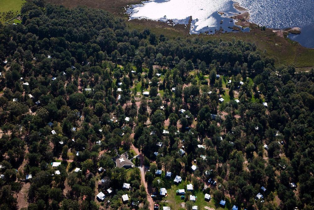 Nederland, Drenthe, Gemeente Dwingeloo, 08-09-2009; De Noordster, onderdeel van de keten Recreatiecentra Nederland (RCN). Kampeerterrein en bungalowpark, op de grens van Dwingeloosche Heide / Nationaal Park Dwingelderveld.The North Star, part of the chain RCN (Recreation Centers Netherlands). Camping and holiday village on the border of Dwingeloo Heide / National Park Dwingelderveld.luchtfoto (toeslag); aerial photo (additional fee required); .foto Siebe Swart / photo Siebe Swart