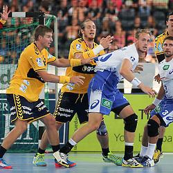 Hamburgs Stefan Schroeder (Nr.03) und Hamburgs Henrik Toft Hansen (Nr.15) im Angriff gegen Rhein-Neckars Kim Ekdahl Du Rietz (Nr.60), Rhein-Neckars Bjarte Myrhol (Nr.18) und Rhein-Neckars Andy Schmid (Nr.02) im Spiel Rhein-Neckar-Loewen - HSV Handball.<br /> <br /> Foto © P-I-X.org *** Foto ist honorarpflichtig! *** Auf Anfrage in hoeherer Qualitaet/Aufloesung. Belegexemplar erbeten. Veroeffentlichung ausschliesslich fuer journalistisch-publizistische Zwecke. For editorial use only.