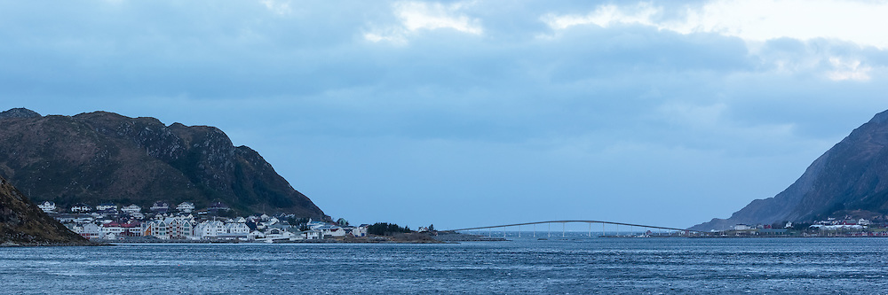 High resolution panorama of Fosnavåg, Nerlandsøy bridge and Kvalsund to the right, Norway   Høyoppløslig panorama av Fosnavåg, Nerlandsøybrua og Kvalsund til høyre