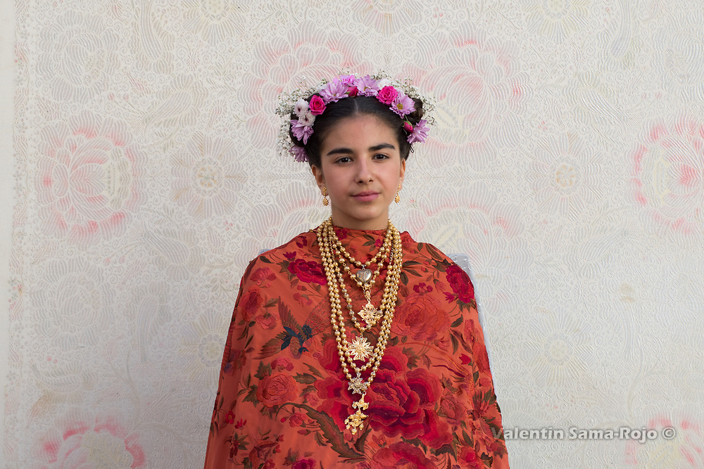 Madrid, Spain. 7th May, 2017. Portrait of the Maya Laura Romero on her altar wearing a tiara made with flowers and an orange Manila shawl during 'Las Mayas' spring festival in Madrid. © Valentin Sama-Rojo