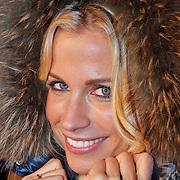 NLD/Utrecht/20110126 - Perspresentatie Sterren Dansen op het IJs 2011, Vivian Reijs met bontkraag