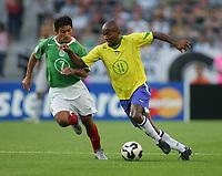 Fotbal, 19. juni 2005, Confederations Cup Mexico - Brasil , v.l. Zinha, Ze Roberto BRA