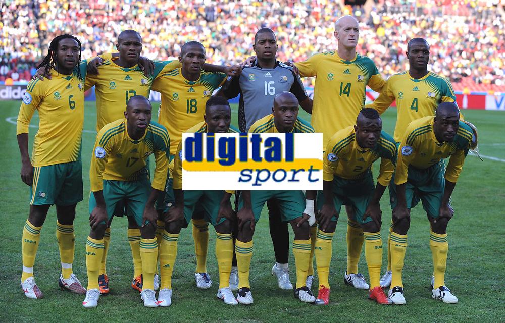 Fotball<br /> 14.06.2009<br /> Sør Afrika v Irak<br /> Confederations Cup 2009<br /> Foto: Colorsport/Digitalsport<br /> NORWAY ONLY<br /> <br /> South Africa Team  FIFA Confederations Cup South Africa 2009  South Africa  v Iraq at Coca Cola Park ( Ellis Park )  Stadium <br /> Lagbilde Sør Afrika
