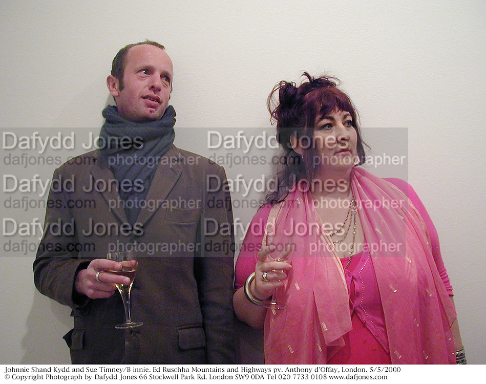 Johnnie Shand Kydd and Sue Timney/B innie. Ed Ruschha Mountains and Highways pv. Anthony d'Offay, London. 5/5/2000<br />© Copyright Photograph by Dafydd Jones 66 Stockwell Park Rd. London SW9 0DA Tel 020 7733 0108 www.dafjones.com