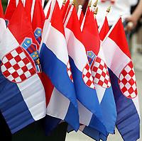 GEPA-1706088849 - OBERWART,AUSTRIA,17.JUN.08 - FUSSBALL - UEFA Europameisterschaft, EURO 2008, Nationalteam Kroatien, Training. Bild zeigt Kroatien Fahnen. Keywords: Fahne, Flagge.<br />Foto: GEPA pictures/ Martina Wohlesser