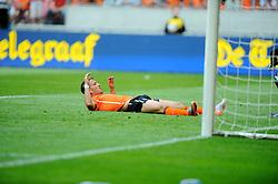 05-06-2010 VOETBAL: NEDERLAND - HONGARIJE: AMSTERDAM<br /> Nederland wint met 6-1 van Hongarije / Rafael van der Vaart mist een grote kans<br /> ©2010-WWW.FOTOHOOGENDOORN.NL