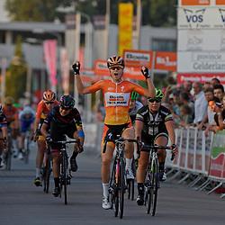 30-08-2016: Wielrennen: Ladies Tour: Tiel      <br /> TIEL (NED) wielrennen    <br /> De Boels Ladies Tour begon met een etappe door de Betuwe<br /> De eerste etappe van de Boels Ladies Tour is gewonnen door Amalie Dideriksen. De Deense van Boels-Dolmans wees Sara Mustonen terug in de massasprint en is de eerste leidster in deze ronde.Derde werd Barbara Guarischi, Ellen van Dijk was op de vijfde plaats de best geklasseerde Nederlandse.