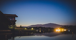 THEMENBILD - ein Seehaus unter Sternenklarem Himmel am Faakersee in der Nacht, aufgenommen am 20. Juni 2018 in Faak am See, Österreich // a lake house under a starry sky at Faakersee at night, Faak am See, Austria on 2018/06/20. EXPA Pictures © 2018, PhotoCredit: EXPA/ JFK