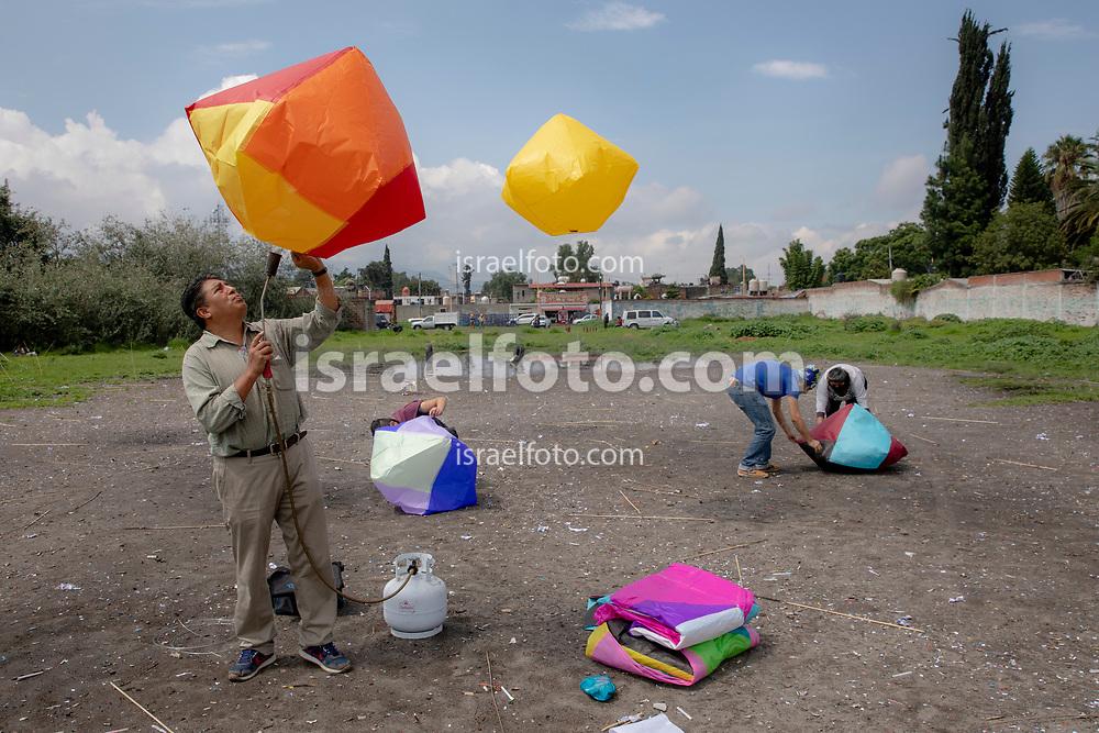 02 julio 2021, Tultepec, México. Como parte de una celebración religiosa en honor a Santa Isabel, se elevan globos de cantoya en Tultepec, México.