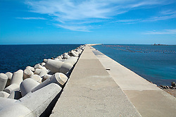 La diga, lunghissimo molo del porto di Brindisi
