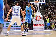 DESCRIZIONE : Beko Legabasket Serie A 2015- 2016 Dinamo Banco di Sardegna Sassari -Vanoli Cremona<br /> GIOCATORE : Elston Turner<br /> CATEGORIA : Palleggio Schema Mani<br /> SQUADRA : Vanoli Cremona<br /> EVENTO : Beko Legabasket Serie A 2015-2016<br /> GARA : Dinamo Banco di Sardegna Sassari - Vanoli Cremona<br /> DATA : 04/10/2015<br /> SPORT : Pallacanestro <br /> AUTORE : Agenzia Ciamillo-Castoria/C.Atzori