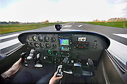 Nederl;and, Teuge, 27-3-2009Vliegschool Stella aviation academy op vliegveldTeuge. De start van een Cesna 172.Flyingschool Stella aviation academy at airport Teuge. Foto: Flip Franssen/Hollandse Hoogte