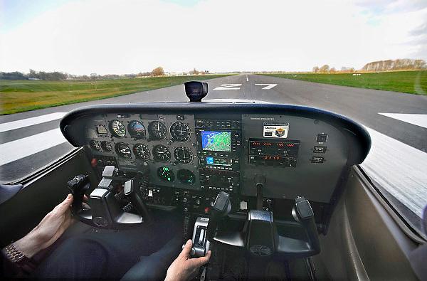 Nederl;and, Teuge, 27-3-2009Vliegschool Stella aviation academy op vliegveldTeuge. De start van een Cesna 172.Flyingschool Stella aviation academy at airport Teuge. Foto: Flip Franssen/Hollandse Hoogte