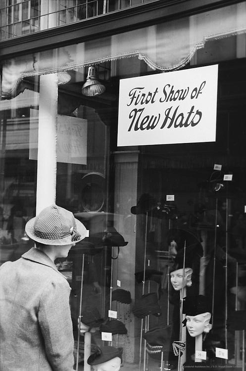 Shopping in Grafton Street, Dublin, Ireland, 1926
