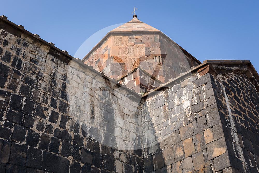 ARMENIEN - SEVAN - Heilige Apostelkirche des Kloster Sewanawank am Sewansee - 04. September 2019 © Raphael Hünerfauth - http://huenerfauth.ch