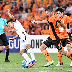 BRISBANE, AUSTRALIA - FEBRUARY 21: Cameron Crestani of the Roar defends against Chanathip Songkrasin of Muangthong United during the Asian Champions League Group Stage match between the Brisbane Roar and Muangthong United FC at Suncorp Stadium on February 21, 2017 in Brisbane, Australia. (Photo by Patrick Kearney/Brisbane Roar)