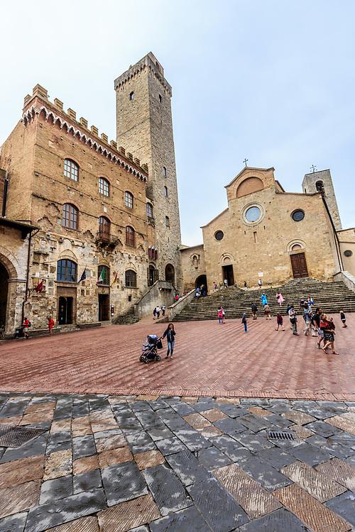 Palazzo del Popolo Collegiate and Church of Santa Maria Assuntain San Gimignano in Tuscany, Italy. The Palazzo Comunale (Italian: Municipal palace), also known as the Palazzo del Popolo (Italian: People's palace) of San Gimignano has been the seat of the civic authority in the comune since the 13th century.