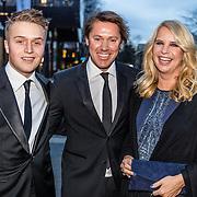 NLD/Hilversum//20170306 - uitreiking Buma Awards 2017, Linda de Mol en partner Jeroen Rietbergen en zoon Julian Vahle
