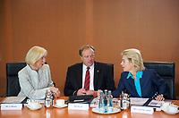 DEU, Deutschland, Germany, Berlin, 04.09.2013: <br />V.l.n.r. Bundesforschungsministerin Johanna Wanka (CDU), Bundesentwicklungshilfeminister Dirk Niebel (FDP) und Bundesarbeitsministerin Ursula von der Leyen (CDU) vor Beginn der 156. Kabinettsitzung im Bundeskanzleramt.