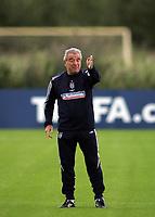 Photo: Paul Thomas.<br /> England training at Carrington. 30/08/2006. <br /> <br /> Terry Venables.
