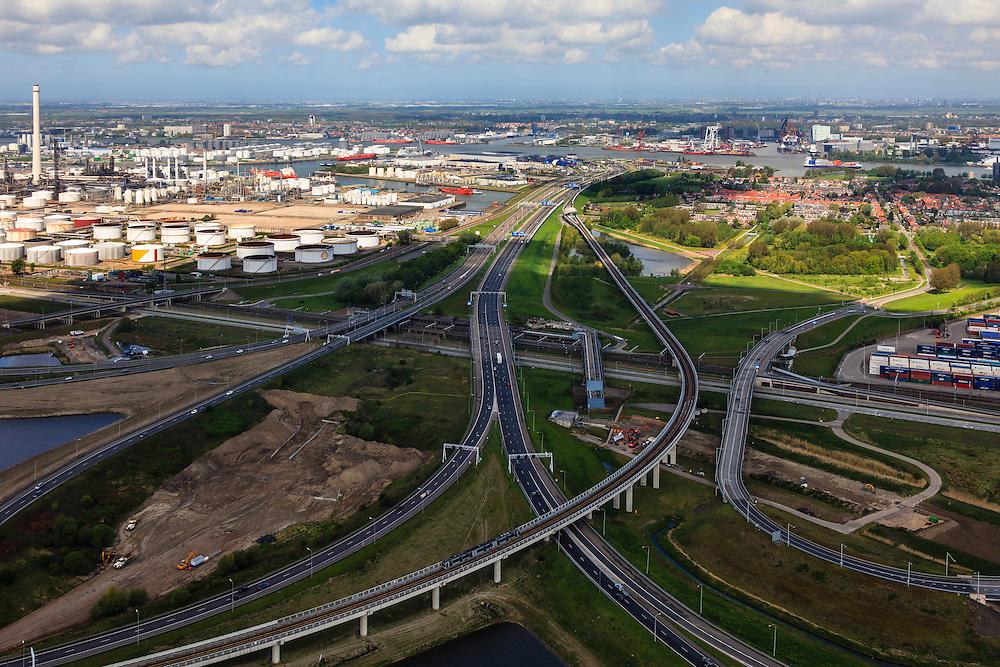 Nederland, Zuid-Holland, Rotterdam, 09-05-2013; Hoogvliet, knooppunt Benelux (Beneluxplein). Werkzaamheden ter voorbereiding van het verbreden van rijksweg A15 tussen Maasvlakte en Vaanplein (vlnr in beeld). Foto richting A4 en Beneluxtunnel onder de Nieuwe Maas. Onder in beeld metro onderweg naar Spijkenisse..Overview of the road widening of motorway A15 at the Junction Knooppunt) Beneluxplein, in Rotterdam, in northern direction, river Nieuwe Maas in the back. Port of Rotterdam, oil storage (l)..luchtfoto (toeslag op standard tarieven).aerial photo (additional fee required).copyright foto/photo Siebe Swart