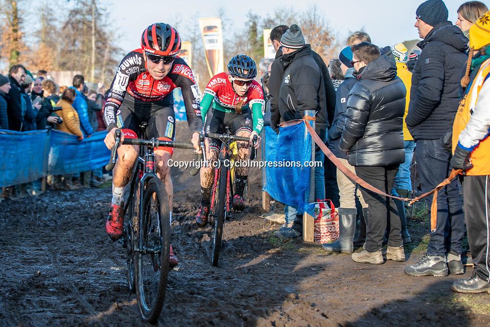 2019-12-27 Cycling: dvv verzekeringen trofee: Loenhout: Hungarian national champion Kata Blanka Vas chasing Maud Kaptheijns