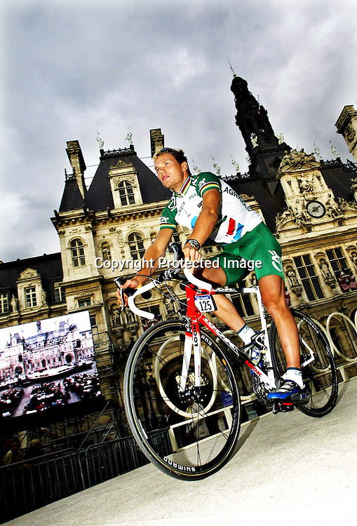 Paris, 4.7.03.Thor Hushovd presenteres i Paris dagen før Tour de France starter.....Foto: Daniel Sannum Lauten/Dagbladet *** Local Caption *** Hushovd,Thor