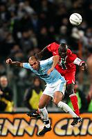 Fotball<br /> Serie A Italia<br /> Foto: Graffiti/Digitalsport<br /> NORWAY ONLY<br /> <br /> Roma 17/12/2005 <br /> Lazio v Juventus 1-1<br /> <br /> Juventus Liliam Thuram and Lazio Paolo Di Canio