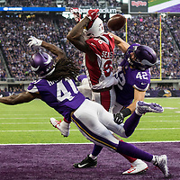 MINNEAPOLIS, MN - OCTOBER 14: Ben Gedeon #42 and Anthony Harris #41 of the Minnesota Vikings break up a pass to Ricky Seals-Jones #86 of the Arizona Cardinals in the second quarter of the game at U.S. Bank Stadium on October 14, 2018 in Minneapolis, Minnesota. (Photo by Adam Bettcher/Getty Images) *** Local Caption *** Ben Gedeon;Anthony Harris;Ricky Seals-Jones