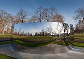 Anish Kapoor, C-Curve in Kensington Gardens