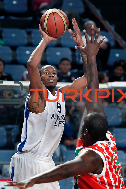 Anadolu Efes's Terence KINSEY (L) during their Turkish Basketball League match Anadolu Efes between Banvit at Arena in Istanbul, Turkey, Sunday, November 06, 2011. Photo by TURKPIX