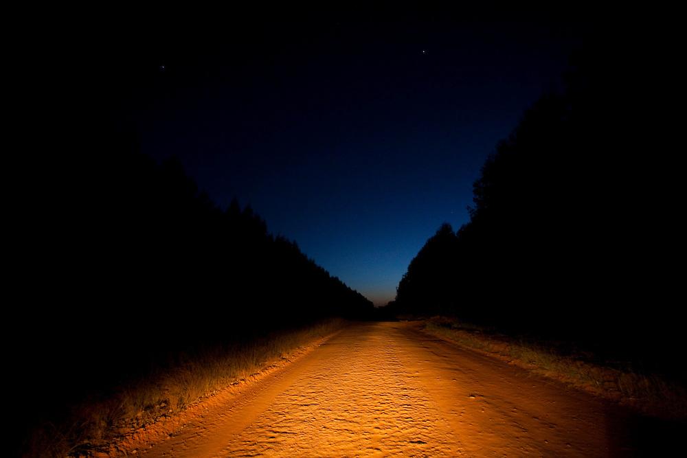 Bom Despacho_MG, Brasil...Estrada de terra em Bom Despacho, Minas Gerais...A dirt road in Bom Despacho, Minas Gerais...Foto: LEO DRUMOND / NITRO