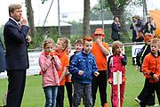 """Koning Willem Alexander opent Koningsspelen in Ens van de drie basisscholen Het Lichtschip, De Horizon en De Regenboog in Ens. Het gaat om een dag vol bewegen voor kinderen, die wordt voorafgegaan door een feestelijk Koningsontbijt.<br /> <br /> King Willem Alexander opens the """" King Games"""" in the town Ens. It is a day of exercise for children, which is preceded by a festive King Breakfast.<br /> <br /> Op de foto / On the photo:  Koning Willem Alexander tijdens de Koningsspelen  //// King William Alexander during King Games"""