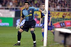 03-03-2007 VOETBAL: SEVILLA FC - BARCELONA: SEVILLA  <br /> Sevilla wint de topper met Barcelona met 2-1 / Keeper Victor Valdes Arribas<br /> ©2006-WWW.FOTOHOOGENDOORN.NL