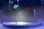 Nederland, Nijmegen, 29-12-2014Kerstcircus in Nijmegen. Een gevarieerde show met dieren en traditionele circusacts. Voor waarschijnlijk de laatste keer treden wilde zoogdieren op. Het kabinet heeft besloten dat dit in 2015 verboden wordt. Het verbod geldt alleen voor wilde zoogdieren zoals olifanten , leeuwen en tijgres, zebras, apen enz. Tijdens de voorstelling van circus Freiwald neemt olifant Buba, 39 jaar waarvan 22 bij het circus, alvast afscheid van het publiek. In de show zitten acts met katten, paarden en boerderijdieren. ook is er acrobatiek, koordansen en een clown.Foto: Flip Franssen/ Hollandse Hoogte