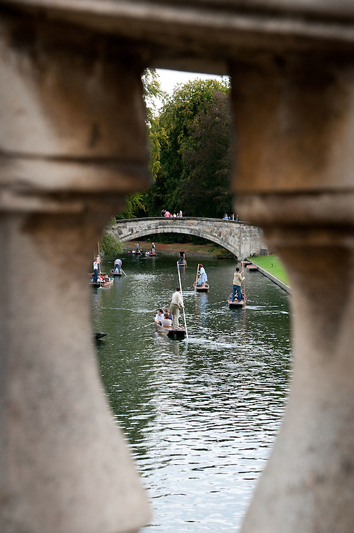 Punts on the river from King's College Bridge, King's College, Cambridge University, UK