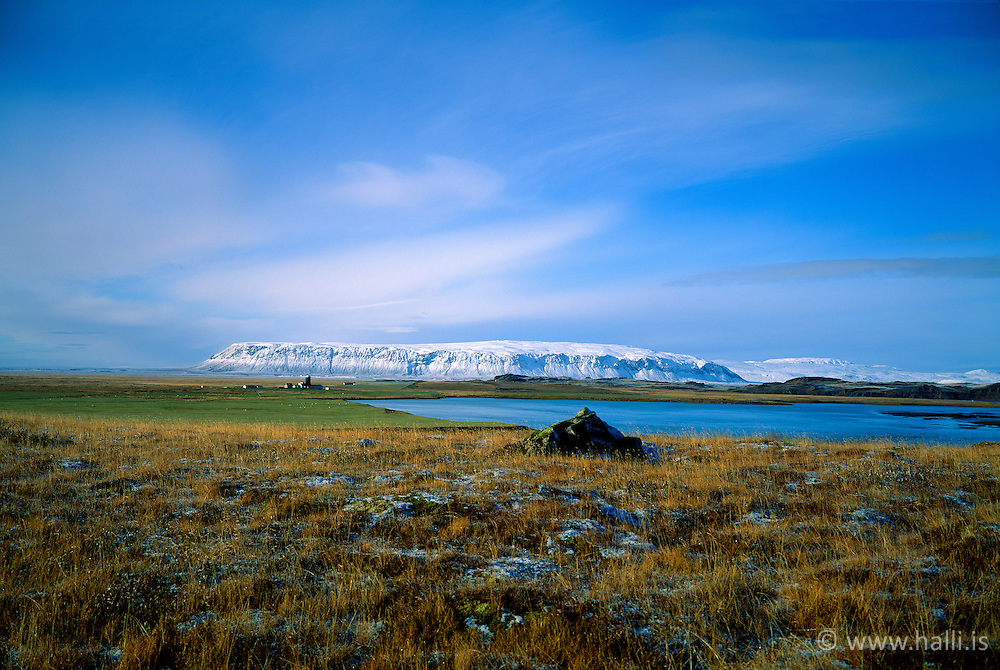 Ingólfsfjall séð frá Grímsnesi / The mountain Ingolfsfjall seen from Grimsnes