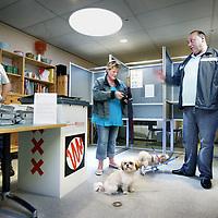 Nederland, Amsterdam , 9 juni 2010..PVV stemmers bij het stembureau in ZorgcentrumNieuw Geuzenveld in amsterdam west..Foto:Jean-Pierre Jans
